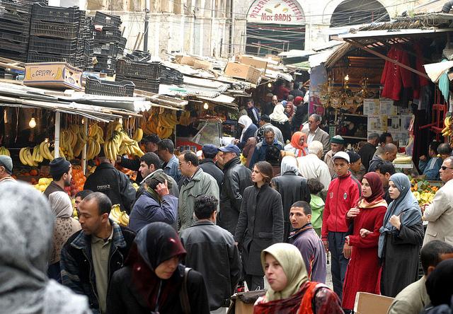 الجزائر : الإشكالات الاقتصادية و التحديات السياسية و الدخول الاجتماعي
