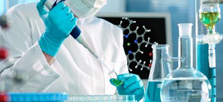 كيف تحولت مختبرات الأدوية إلى آلة لصنع المال وما هي آليات تحكمها في السياسة الدوائية؟