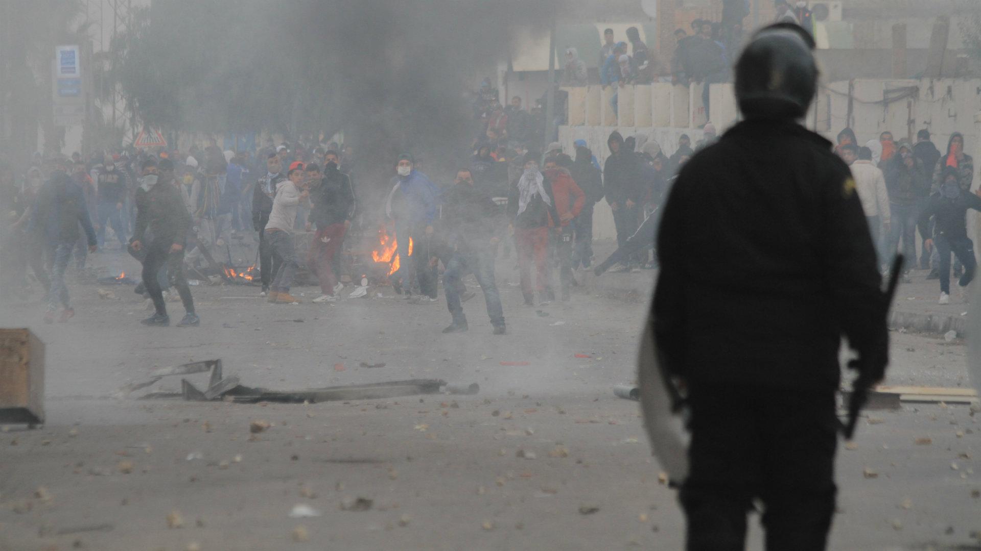حوار مع الصحفي غسان بن خليفة حول: عودة الاحتجاجات الشعبية بتونس
